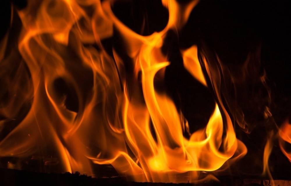 Расселенный дом загорелся в Архангельске