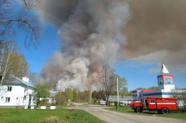 Площадь пожара на полигоне в Пугачево сократилась до трех гектаров