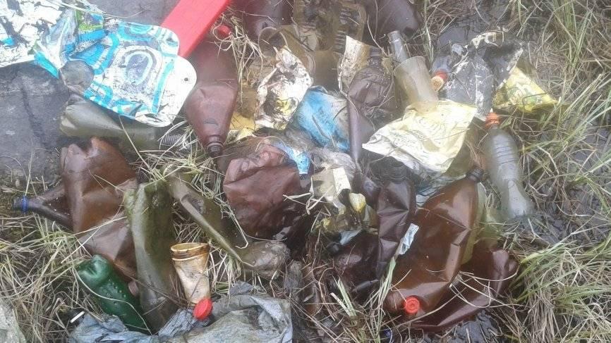 Со дна Семеновского озера подняли килограммы мусора