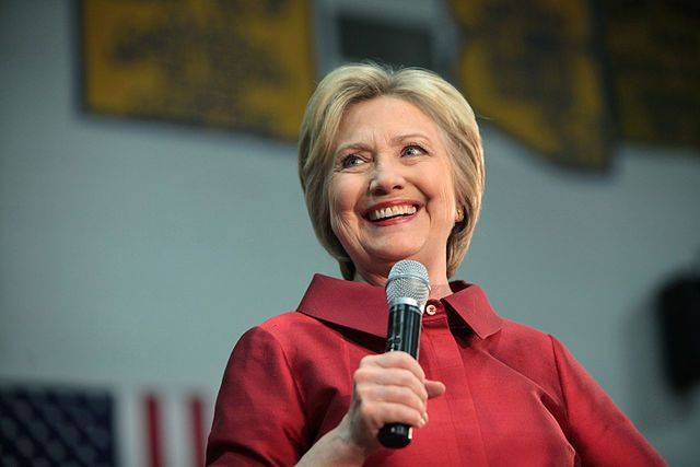 Клинтон надела шапку-ушанку для того, чтобы победить Россию