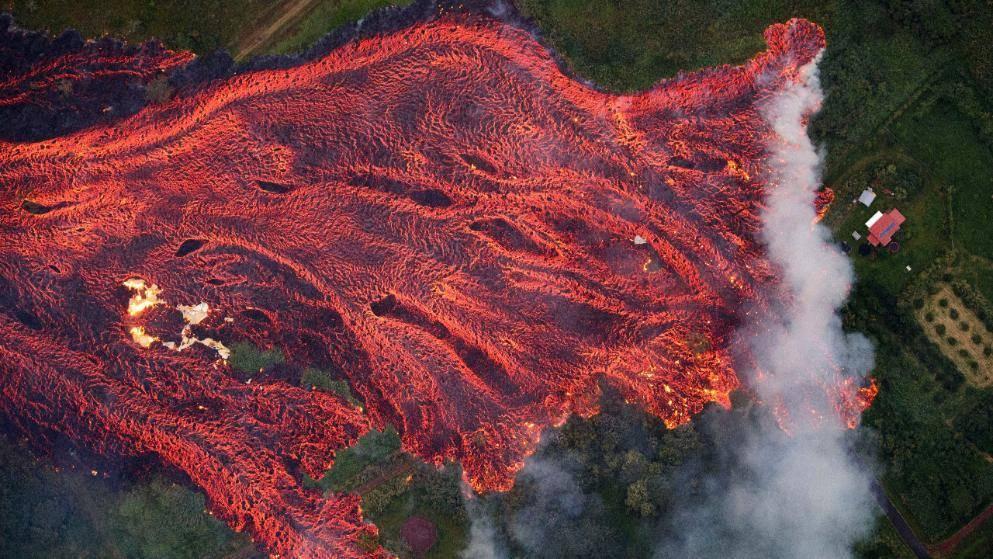 Огненная лава на Гавайях распространяется со скоростью 274 метра в час (фото, видео)