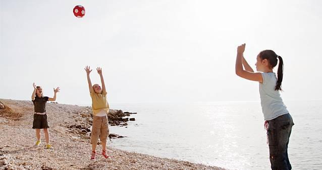 Прятки наизнанку и салки под водой: во что играют ваши дети? Тест