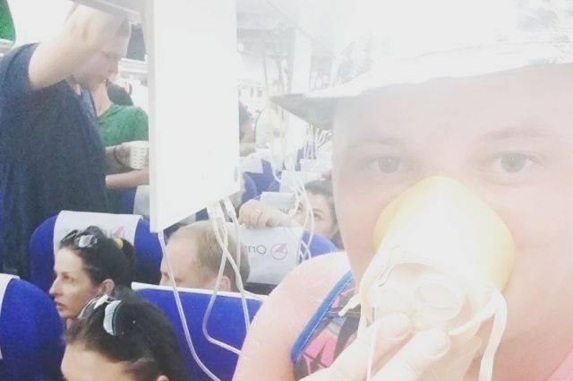 «Родители кричали громче детей». Россияне об экстренной посадке самолета
