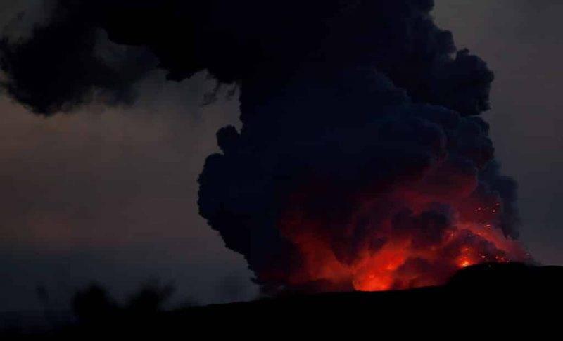 Кислотные пары и вулканическое стекло — главные опасности после извержения вулкана на Гавайях