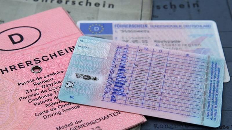 Совет юриста: нужно ли менять водительские права