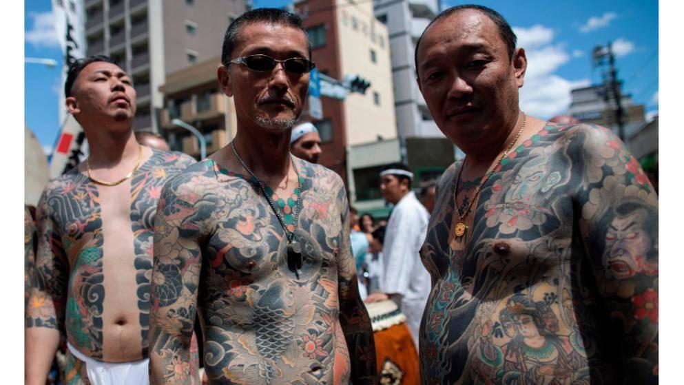 Японские якудза разделись и показали свои татуировки (фото)
