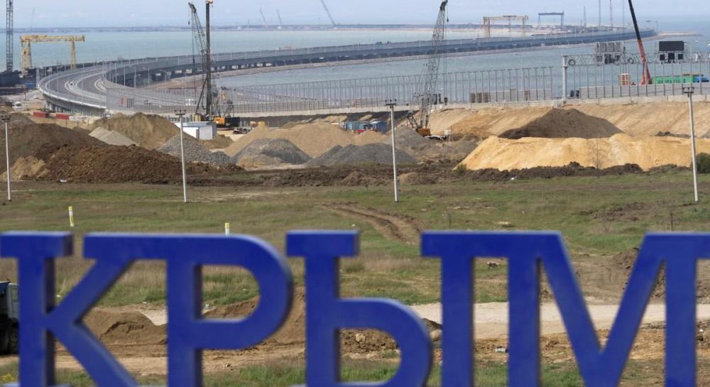 Керченский мост не помог: журналисты показали пустынные пляжи Крыма