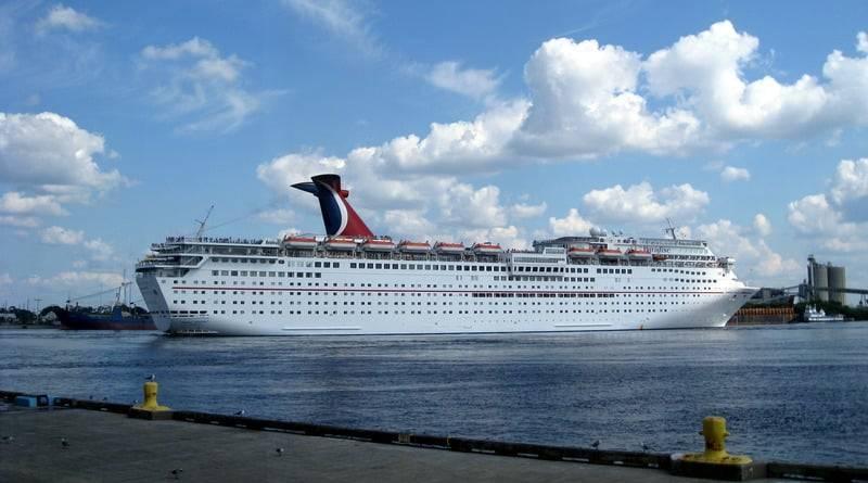 Пассажир упал за борт круизного лайнера во Флориде