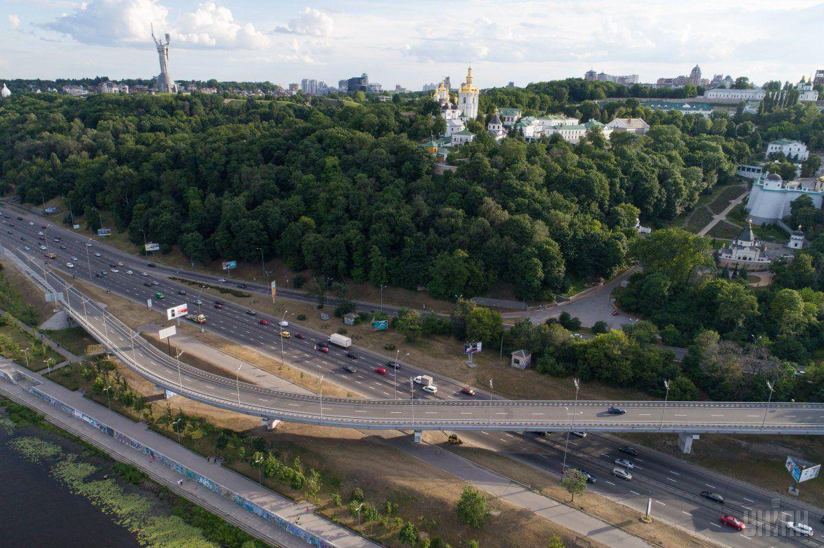 В Киеве сегодня без осадков, температура до +27°