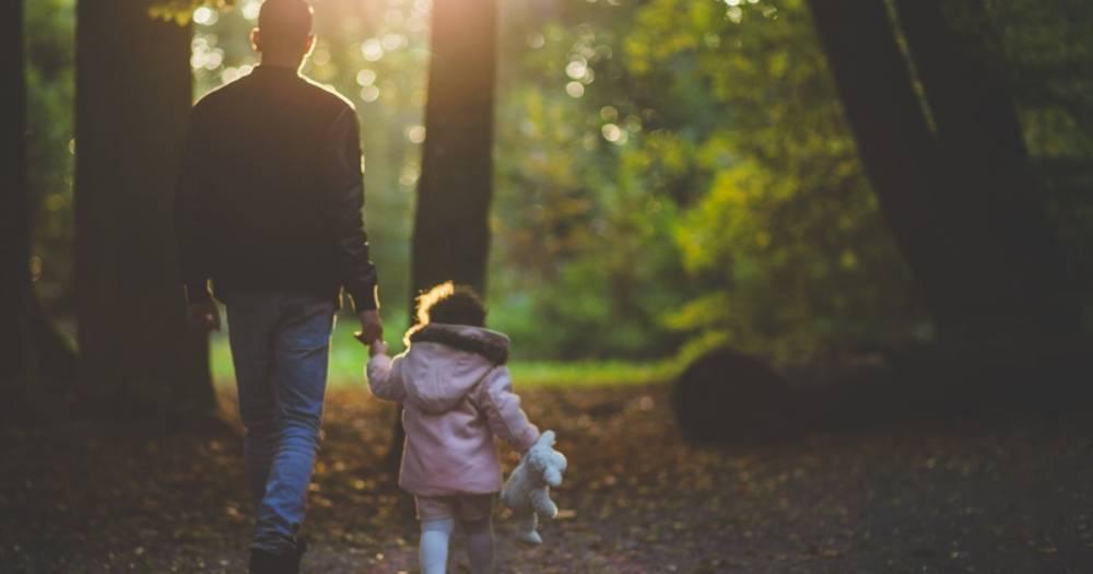 """Отец маленькой девочки развил нешуточную дискуссию в Интернете после того, как женщина назвала его дочь """"великолепной"""""""
