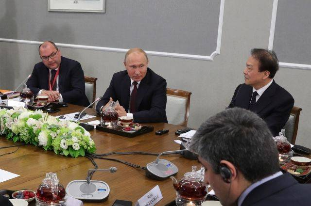 Путин заявил, что не намерен быть президентом более двух сроков подряд