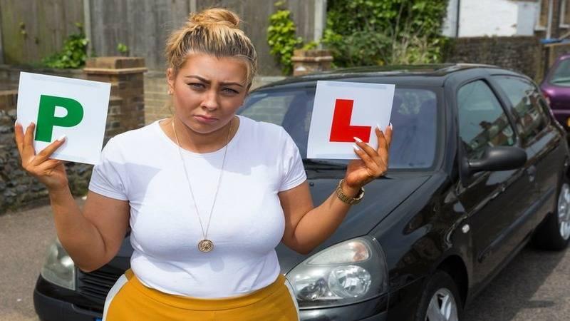 Британка стала первым водителем в стране, у которого отобрали права еще до их получения