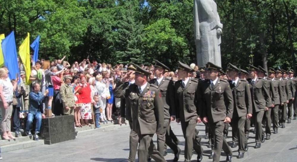 В Харькове выпустили 350 военных летчиков
