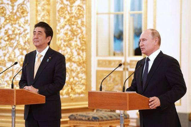Путин назвал конструктивными переговоры с премьером Японии
