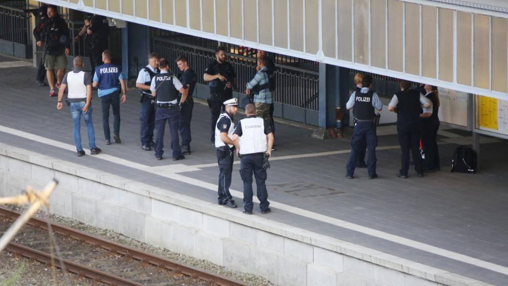 Один убитый и двое раненых: ножевое нападение в поезде