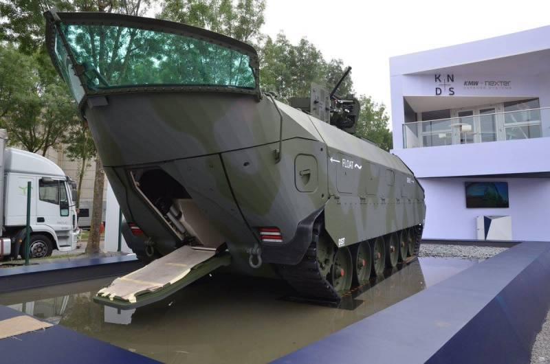 Германия представила гусеничную плавающую бронемашину