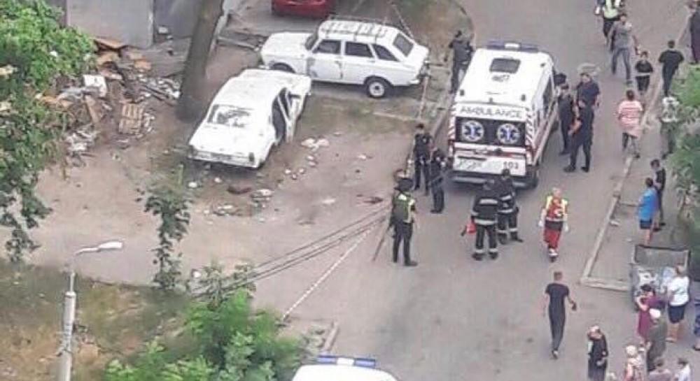 В Киеве взорвался автомобиль, пострадали четыре человека - СМИ