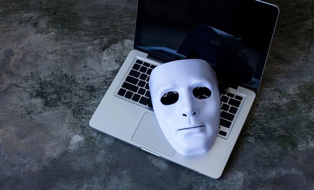 Человек без носа повторно обвинен в хранении детской порнографии