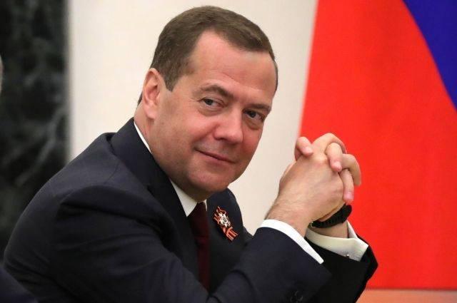 Медведев поздравил российских медиков с профессиональным праздником