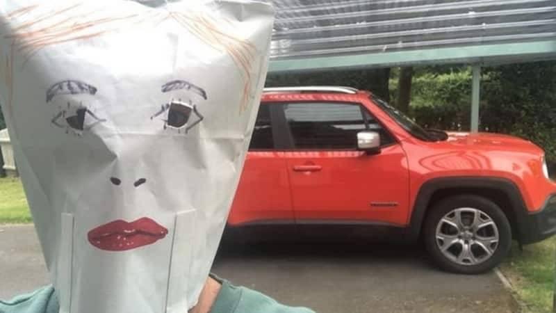 Надела пакет не голову: мама проучила дочь, которая называла ее сумасшедшей