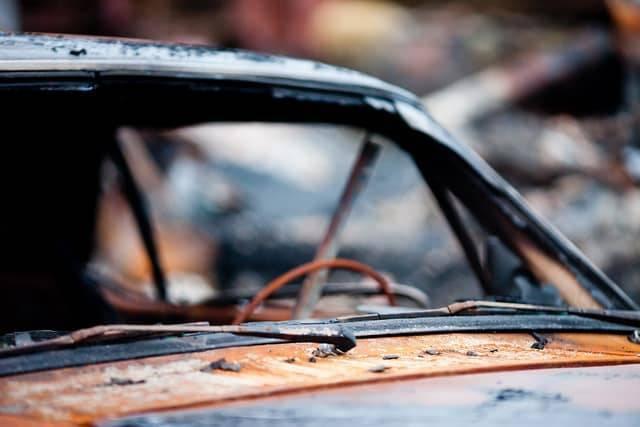 Офицер, ставший свидетелем ДТП, вытащил женщину из горящего авто за несколько минут до взрыва