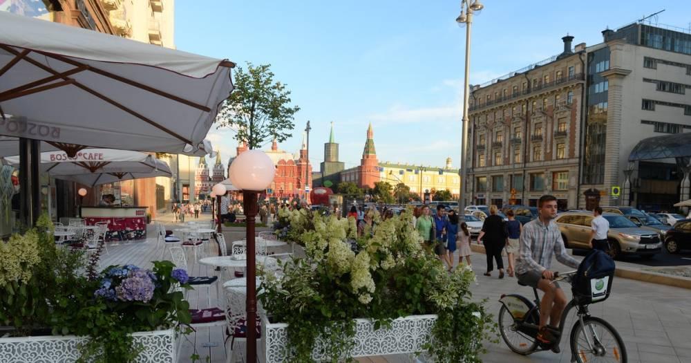 Власти Москвы призвали рестораторов закрыть летние кафе из-за ветра
