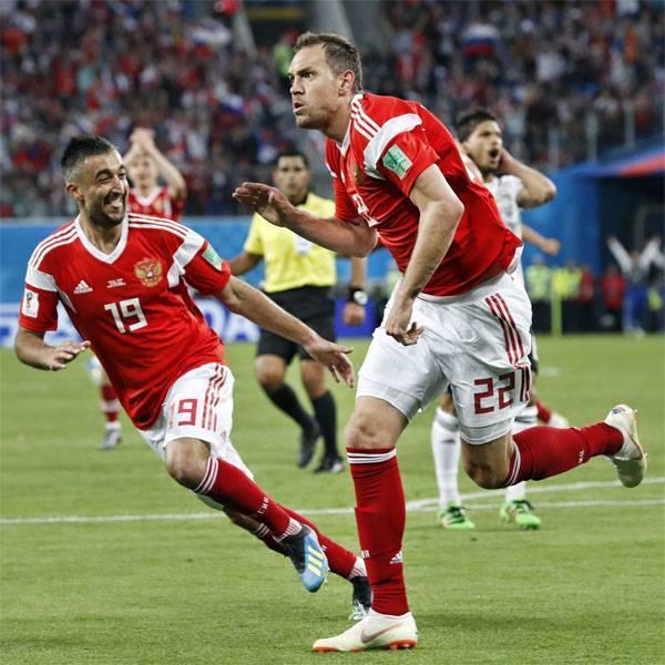 Российская футбольная сборная впервые в новейшей истории вышла в плей-офф ЧМ