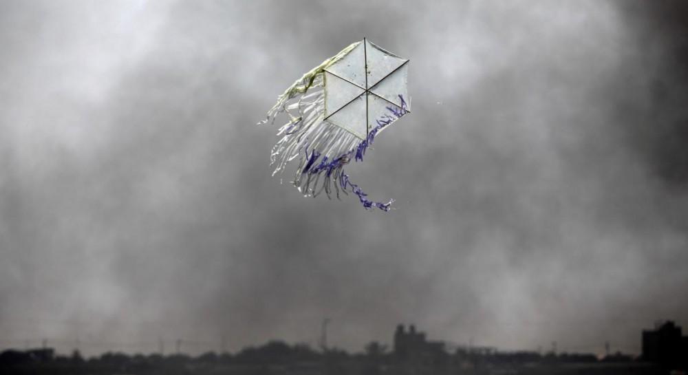 Израильские истребители атаковали объекты в секторе Газа в ответ на запуск воздушных змеев