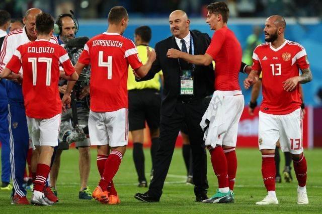Российская сборная вернулась в Москву после матча с Египтом