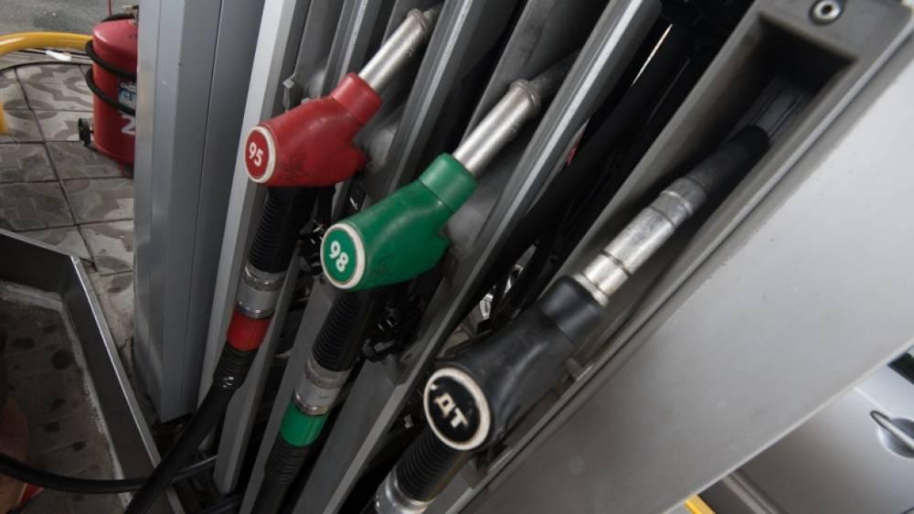 Путин и Козак обсудили меры по дальнейшей стабилизации цен на бензин