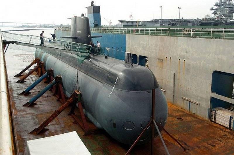 """В Швеции спустили на воду модернизированную субмарину """"Готланд"""""""