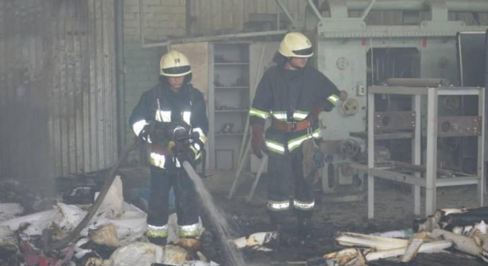 В Днепре горел завод по изготовлению обоев