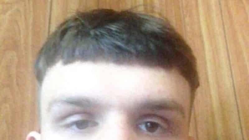 Кто виноват? Подросток и парикмахер винят друг друга в нелепой стрижке под горшок