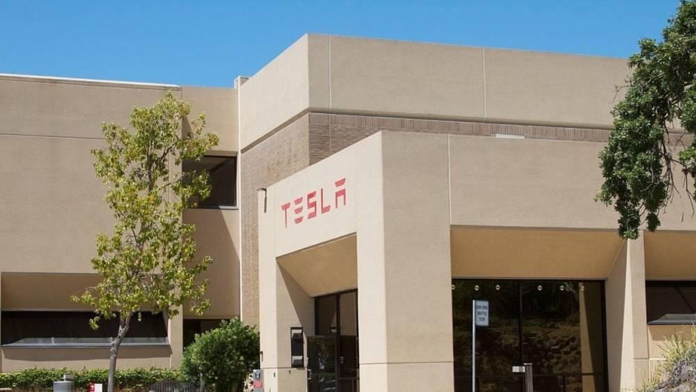 Киев собирается убедить Маска открыть на Украине завод Tesla