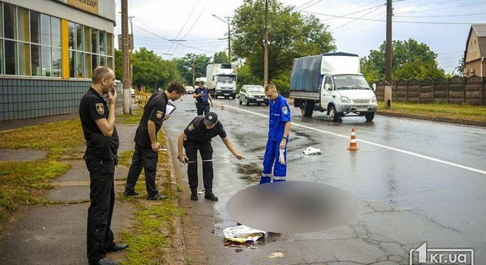 В Кривом Роге пьяный водитель сбил насмерть двух женщин: тело одной откинуло в витрину магазина