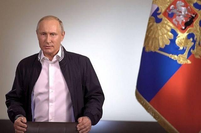 Путин поздравил российских выпускников с окончанием учебы в школе