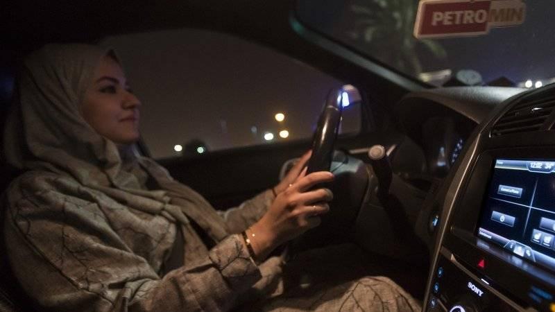 Женщинам Саудовской Аравии впервые разрешили управлять автомобилем