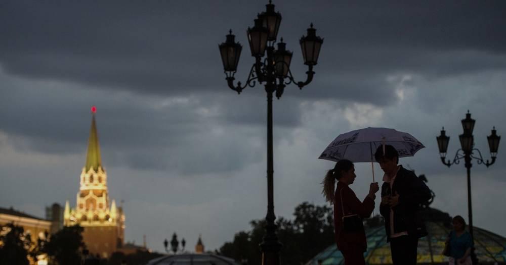 Гроза и резкое похолодание ожидаются в Москве во вторник