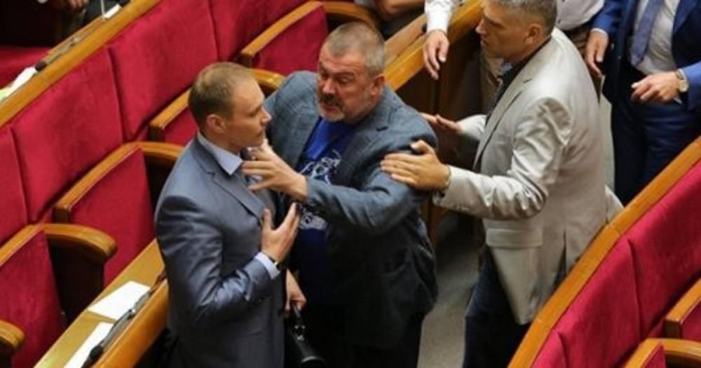 """""""Что ты лаешь?"""" Депутаты Верховной рады подрались из-за Сенцова"""