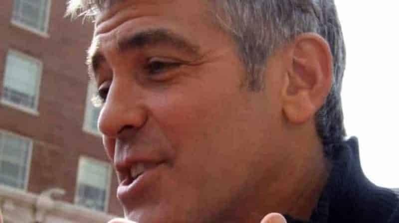 Джордж Клуни попал в аварию: Mercedes сбил скутер звезды