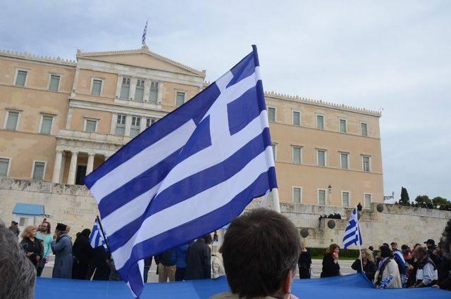 За что российских дипломатов выслали из Греции?