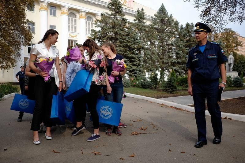Краснодарское авиационное проводит второй набор девушек на обучение