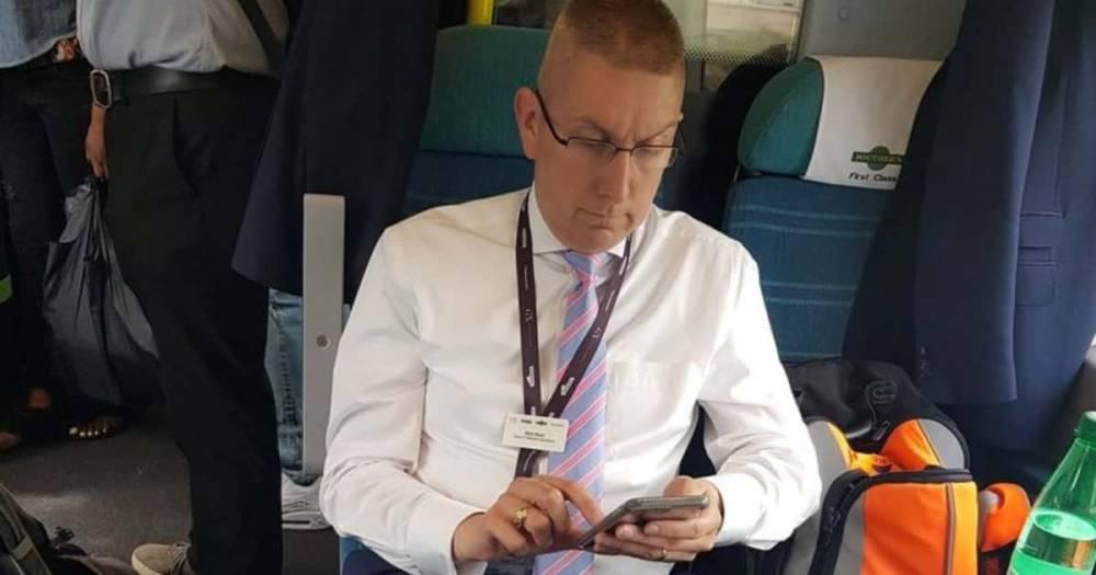 Менеджер Southern Rail занял два места и отказался уступать одно из них в поезде, переполненном пассажирами