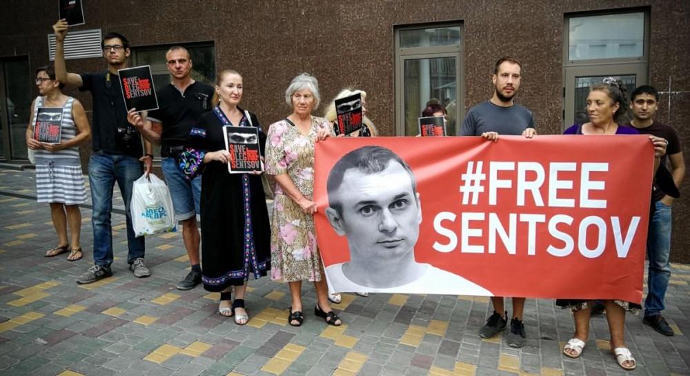 В Одессе международный кинофестиваль начался акцией в поддержку Сенцова