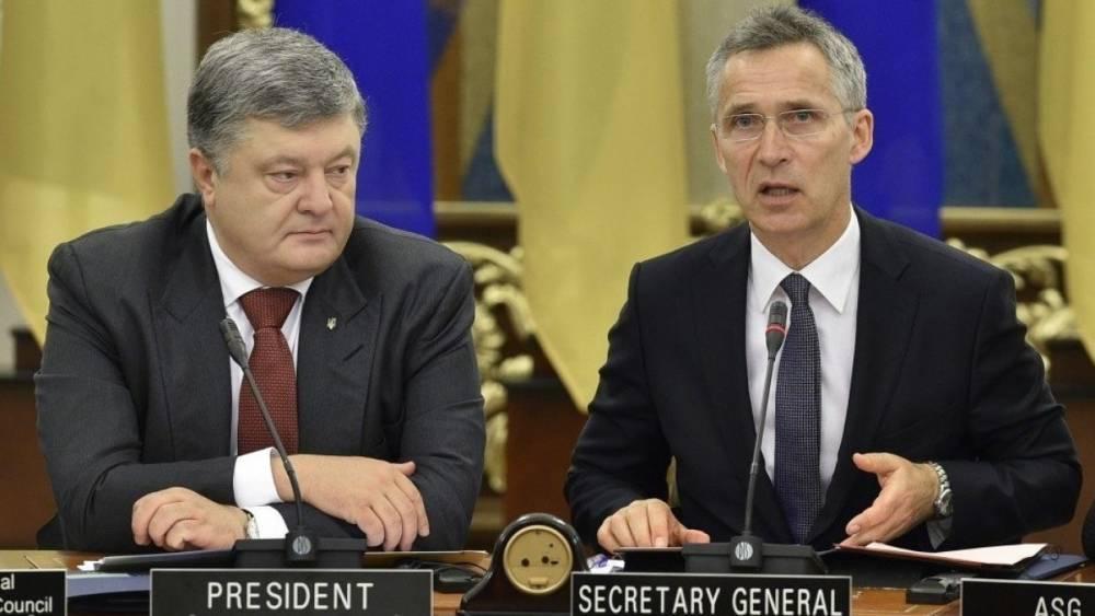 Россияне посмеялись над «аншлагом» на пресс-конференции Порошенко и Столтенберга