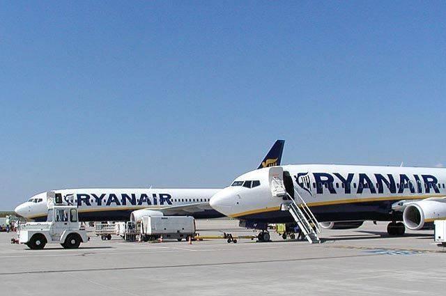 Более 30 человек пострадали из-за падения давления в самолете Ryanair