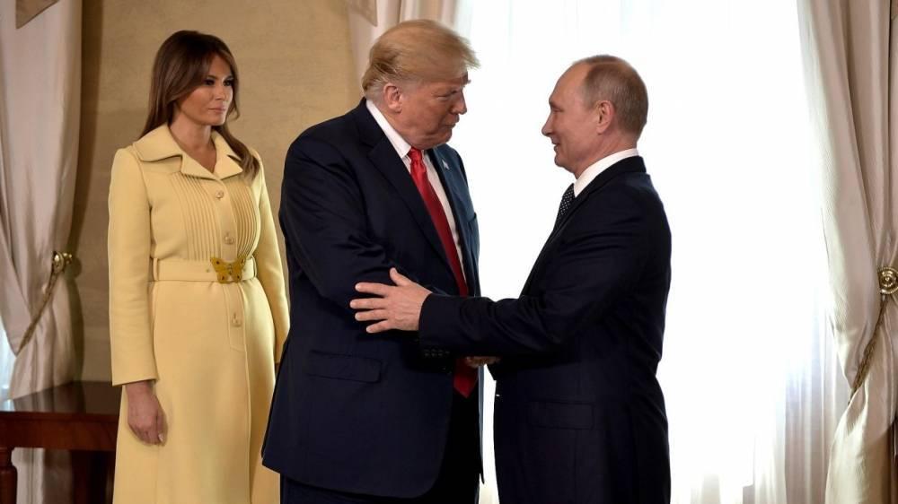 Путин отдельно поприветствовал супругу Трампа до начала беседы