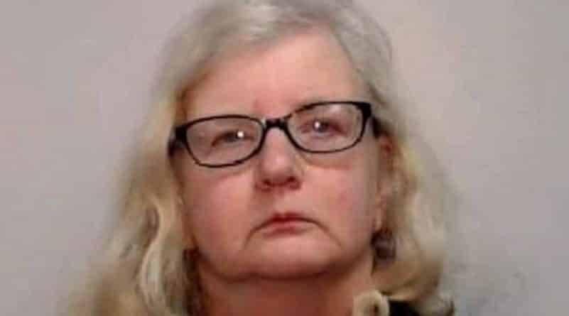 Женщина убила отца, найдя у него детское порно со своим участием