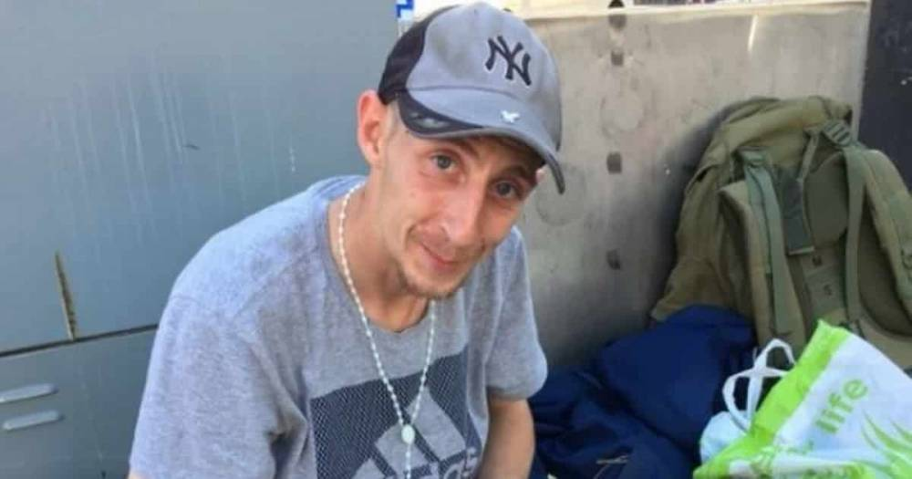 Бездомный отказался просить деньги на улицах Ливерпуля, придумав блестящий способ заработать