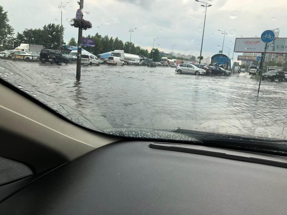 Сильный ливень затопил некоторые районы Киева